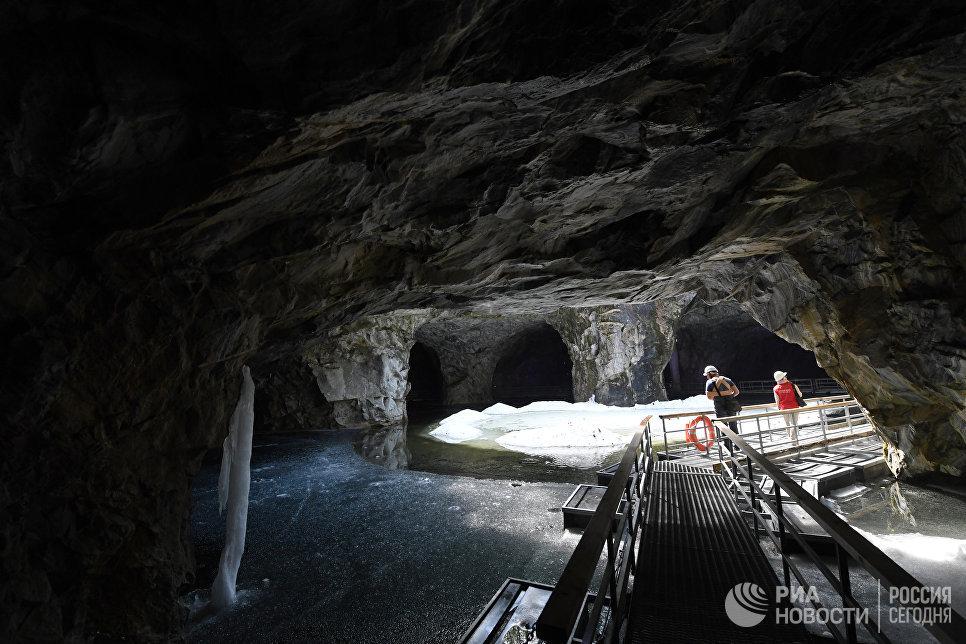 Грот во льдах, подземный парк «Рускеала».