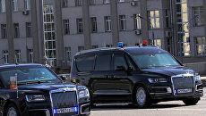 Автомобиль проекта Кортеж Aurus и минивэн Арсенал кортежа президента РФ. Архивное фото