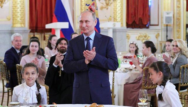 Путин прервал свое выступление из-за плача ребенка