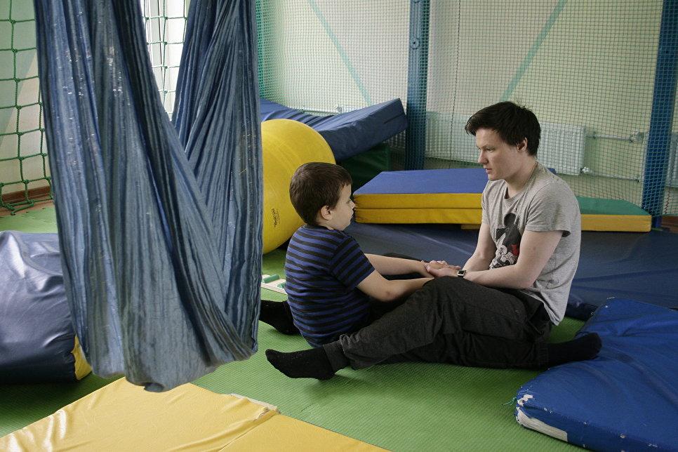 Занятие в центре реабилитации инвалидов «Наш солнечный мир»