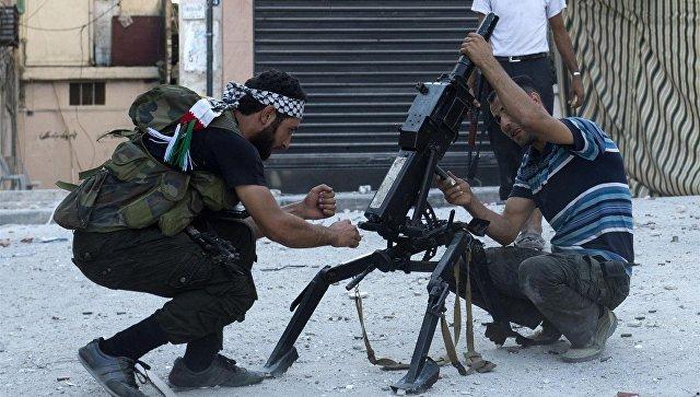 Сирийские боевики автоматическим гранатометом АГС-17 в Алеппо. Архивное фото