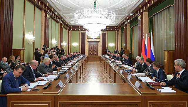 Председатель правительства РФ Дмитрий Медведев и премьер-министр Белоруссии Андрей Кобяков на заседании Совета министров Союзного государства. 13 июня 2018