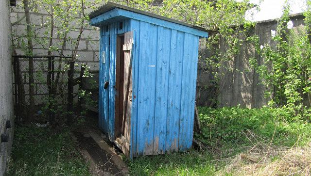 Деревянный туалет, выставленный на торги в Белоруссии