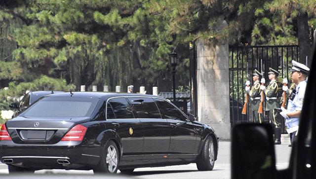Автомобиль, в котором может находиться лидер КНДР Ким Чен Ын, в Пекине, КНР. 19 июня 2018