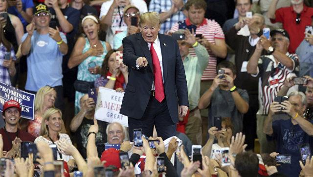 Трамп на митинге пошутил над протестующими и потребовал их выгнать