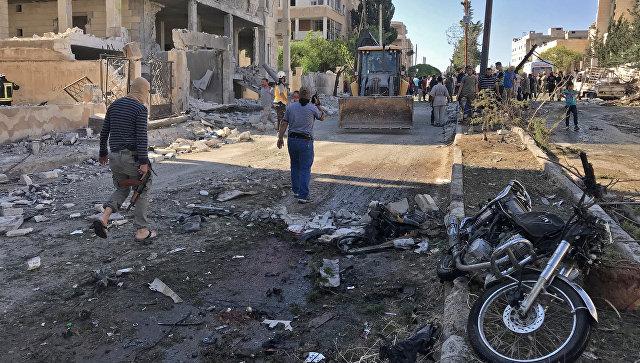 Местные жители и активисты из организации Белые каски в Идлибе, Сирия. 21 июня 2018