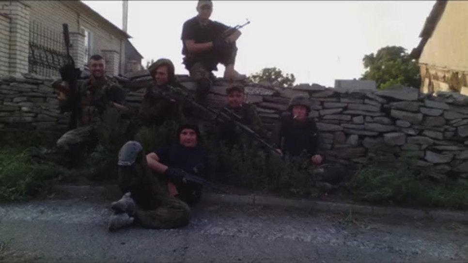 Разведгруппа батальона «Азов», Старабешево. Второй справа по центру Сергей Сановский