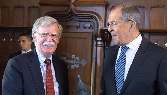 Министр иностранных дел РФ Сергей Лавров во время встречи с советником президента США по национальной безопасности Джоном Болтоном. Архивное фото