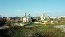 Вид на церковь Успения Пресвятой Богородицы, 1744 года (слева) и церковь Ильи Пророка (1748) в Серпухове
