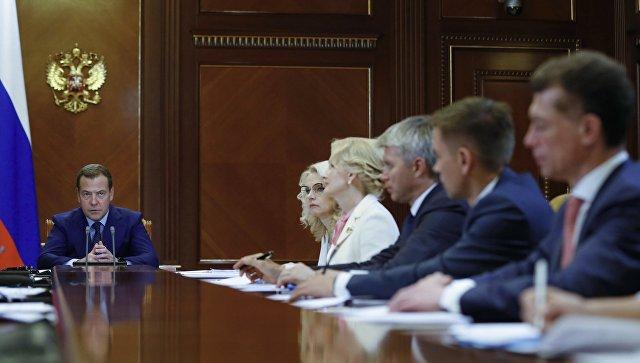 Председатель правительства РФ Дмитрий Медведев проводит совещание о плане основных мероприятий в рамках Десятилетия детства. 6 июля 2018