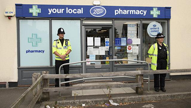 Полицейские у аптеки в Эймсбери. Архивное фото