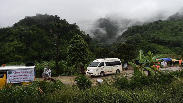 Из пещеры в Таиланде вывели девятого подростка