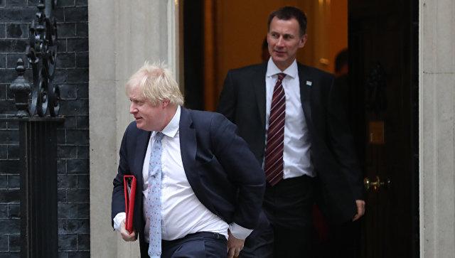 Борис Джонсон и Джереми Хант на Даунинг-стрит в Лондоне, Великобритания