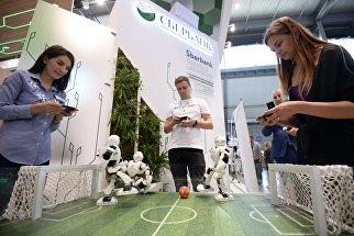 Участники на Международной промышленной выставке Иннопром - 2018 в международном выставочном центре Екатеринбург-ЭКСПО