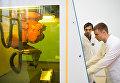Аспиранты НИЯУ МИФИ выполняют настройку лазерной установки