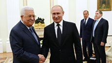 Президент РФ Владимир Путин и президент государства Палестина Махмуд Аббас во время встречи. 14 июля 2018