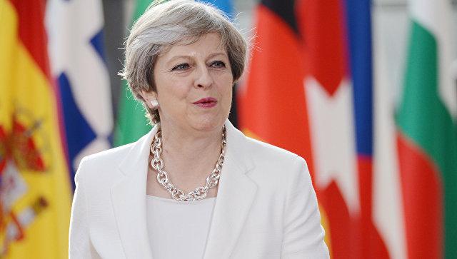 Мэй сократит отпуск, чтобы обсудить Brexit с Макроном, сообщили СМИ