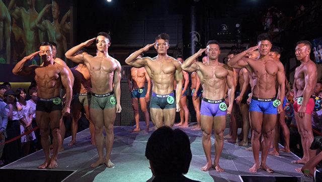 Японские военные показали мускулы: необычный конкурс красоты прошел в Токио