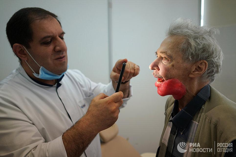 Игорь Бачелис перенес восемь операций под местным наркозом.