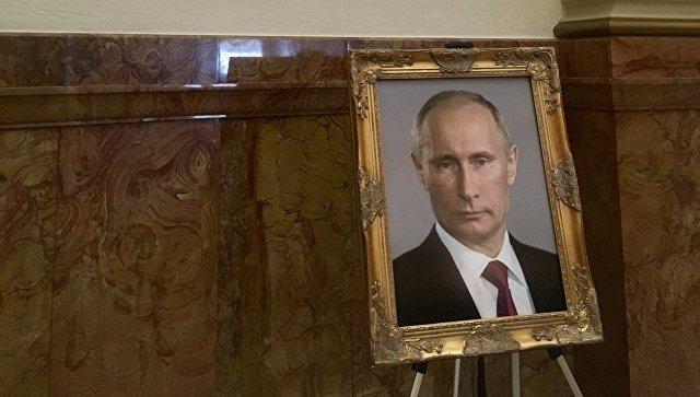 Портрет Владимира Путина в здании Капитолия в Колорадо