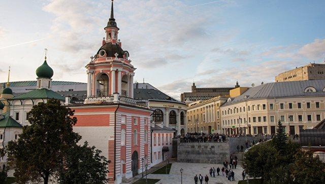 Колокольня Знаменского монастыря в Москве