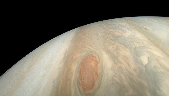 NASA опубликовало уникальные кадры бури на Юпитере
