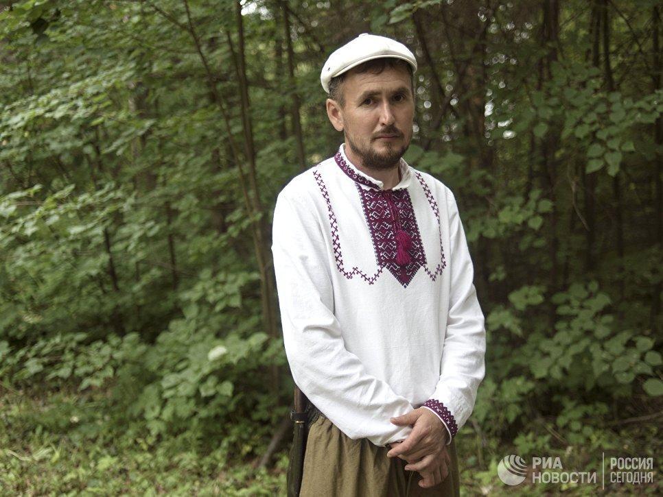 Житель села Шоруньжа в национальном костюме на празднике Сярем.
