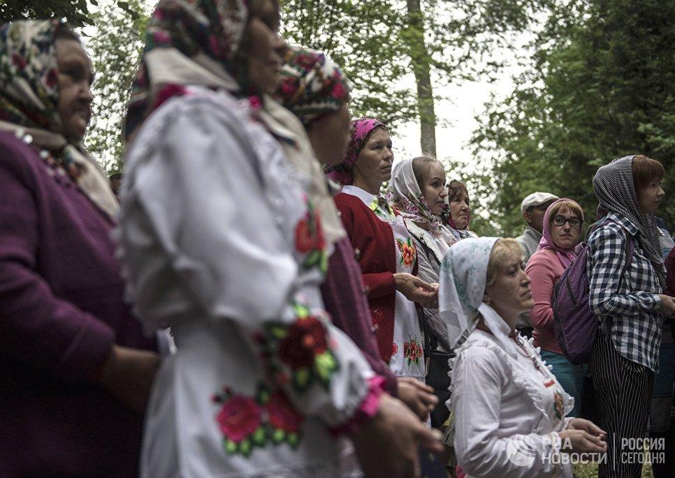 Жительницы села Шоруньжа во время молитвы очищения на празднике Сярем.