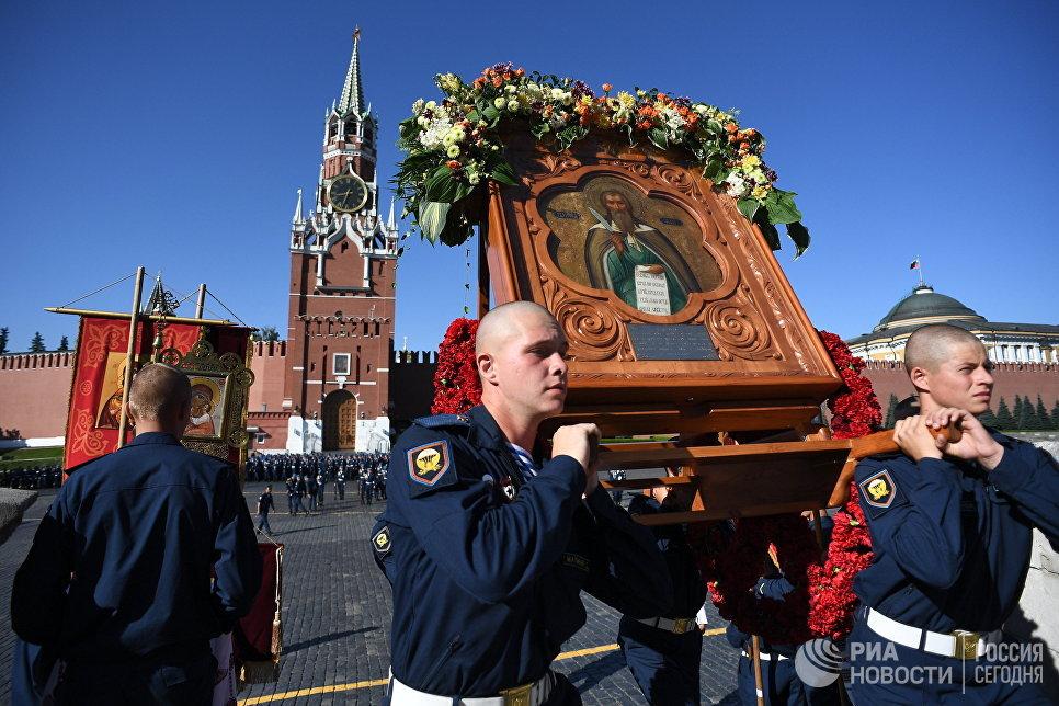 Военнослужащие на Красной площади в Москве во время празднования Дня Воздушно-десантных войск