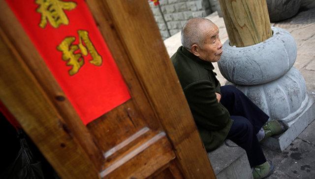 Пожилой мужчина в китайском городе Чунцин. Архивное фото