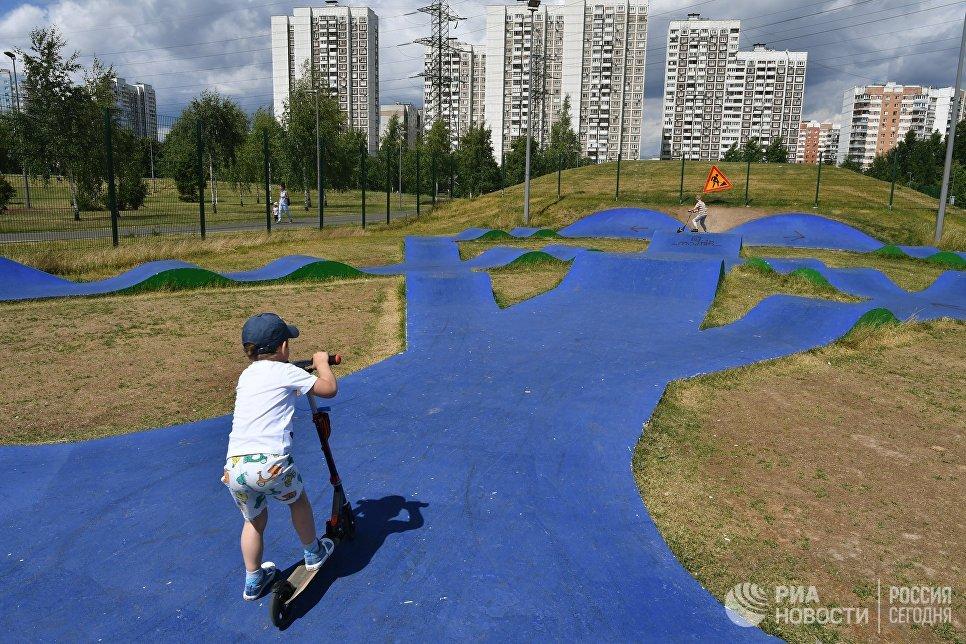 Скейт-парк на территории парка 850-летия Москвы в районе Марьино. Архивное фото