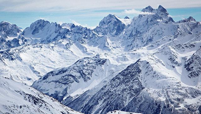 Спасатели вышли на поиски альпиниста, запросившего помощь на Эльбрусе