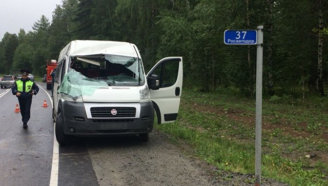 На месте ДТП с участием маршрутного такси в Шелеховском районе Иркутской области. 10 июля 2018