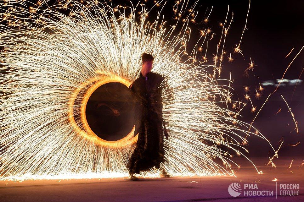 Участник Крым Fire Fest в Коктебеле. 11 августа 2018
