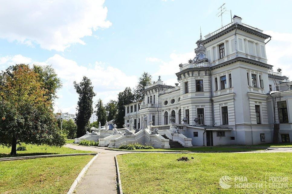 Здание усадьбы Грачевка в Грачевском парке