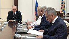 Владимир Путин проводит совещание с постоянными членами Совета безопасности РФ. 17 августа 2018