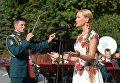 Певица выступает с оркестром у Итальянского грота в Александровском саду в Москве в рамках программы Военные оркестры в парках. 18 августа 2018