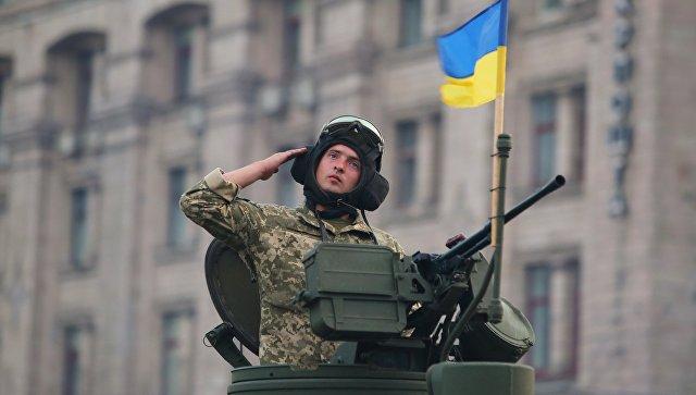 Военнослужащий на репетиции военного парада в честь 27-ой годовщины Независимости Украины в центре Киева. 18 августа 2018