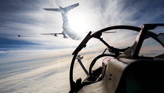 Топливозаправщик ИЛ-78 во время летно-тактических учений