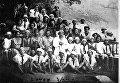 Вожатые Артека с воспитанниками (архивное фото)