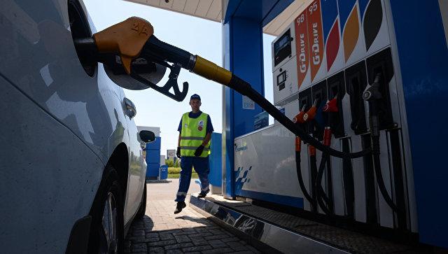 СМИ: цены на бензин попросили повысить на пять рублей