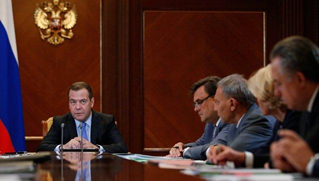 Председатель правительства РФ Дмитрий Медведев проводит заседание по основным направлениям деятельности правительства РФ. 30 августа 2018