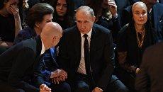 Президент России Владимир Путин на церемонии прощания с Иосифом Кобзоном