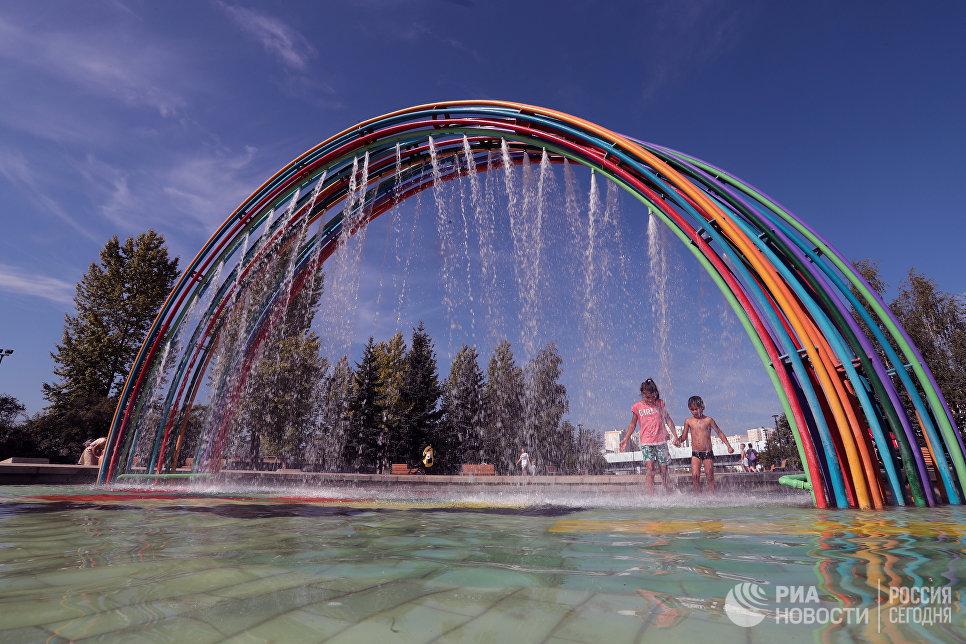 Радужный фонтан в парке Южное Бутово