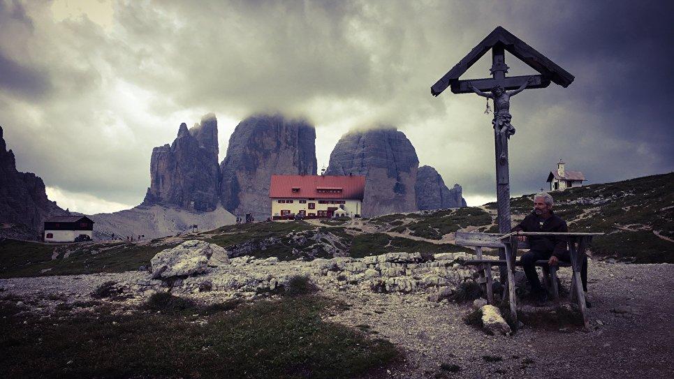 Скалы в Альпах Drei Zinnen (Три зубца)