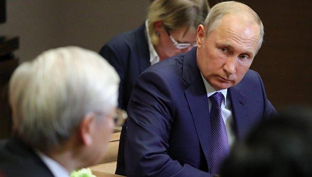 Владимир Путин во время встречи с генеральным секретарём Центрального комитета коммунистической партии Социалистической Республики Вьетнам Нгуен Фу Чонгом. 6 сентября 2018