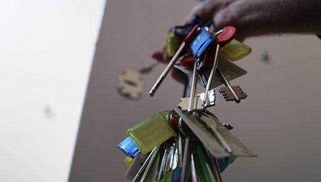 Ключи от квартир многоэтажного жилого дома, предназначенного для переселения участников программы реновации