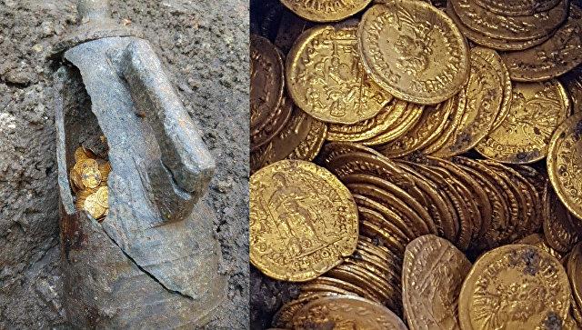 Амфора с кладом в несколько сотен золотых монет, обнаруженая археологами недалеко от итальянского озера Комо