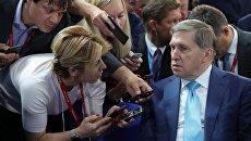 Помощник президента РФ Юрий Ушаков отвечает на вопросы журналистов на Восточном экономическом форуме