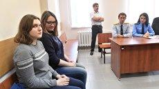 Участницы движения Новое величие Анна Павликова (слева) и Мария Дубовик в Дорогомиловском суде Москвы. 11 сентября 2018
